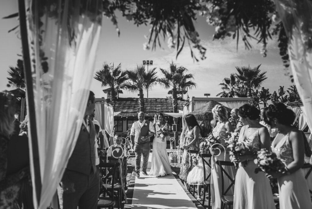 Photo Natasha Ince beach bride entrance