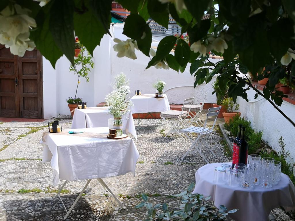 Carmen de Cortes romantic wedding patio