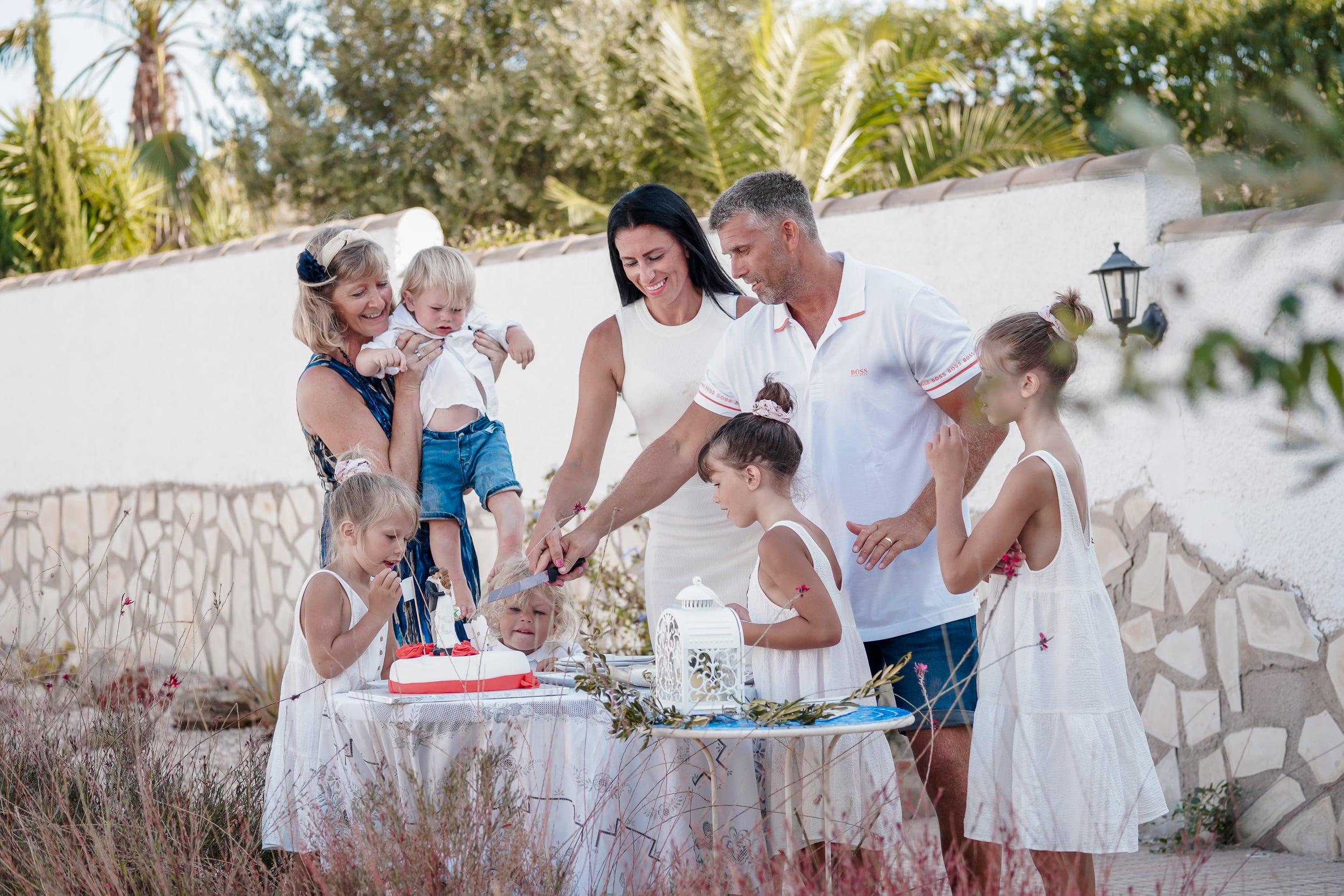 Michal Carbol photo Spain wedding cake with celebrant